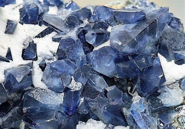 Cristales de benitoíta