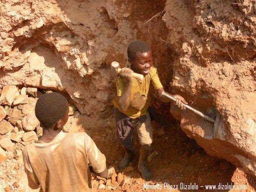 Niños explotados para la extracción de diamantes