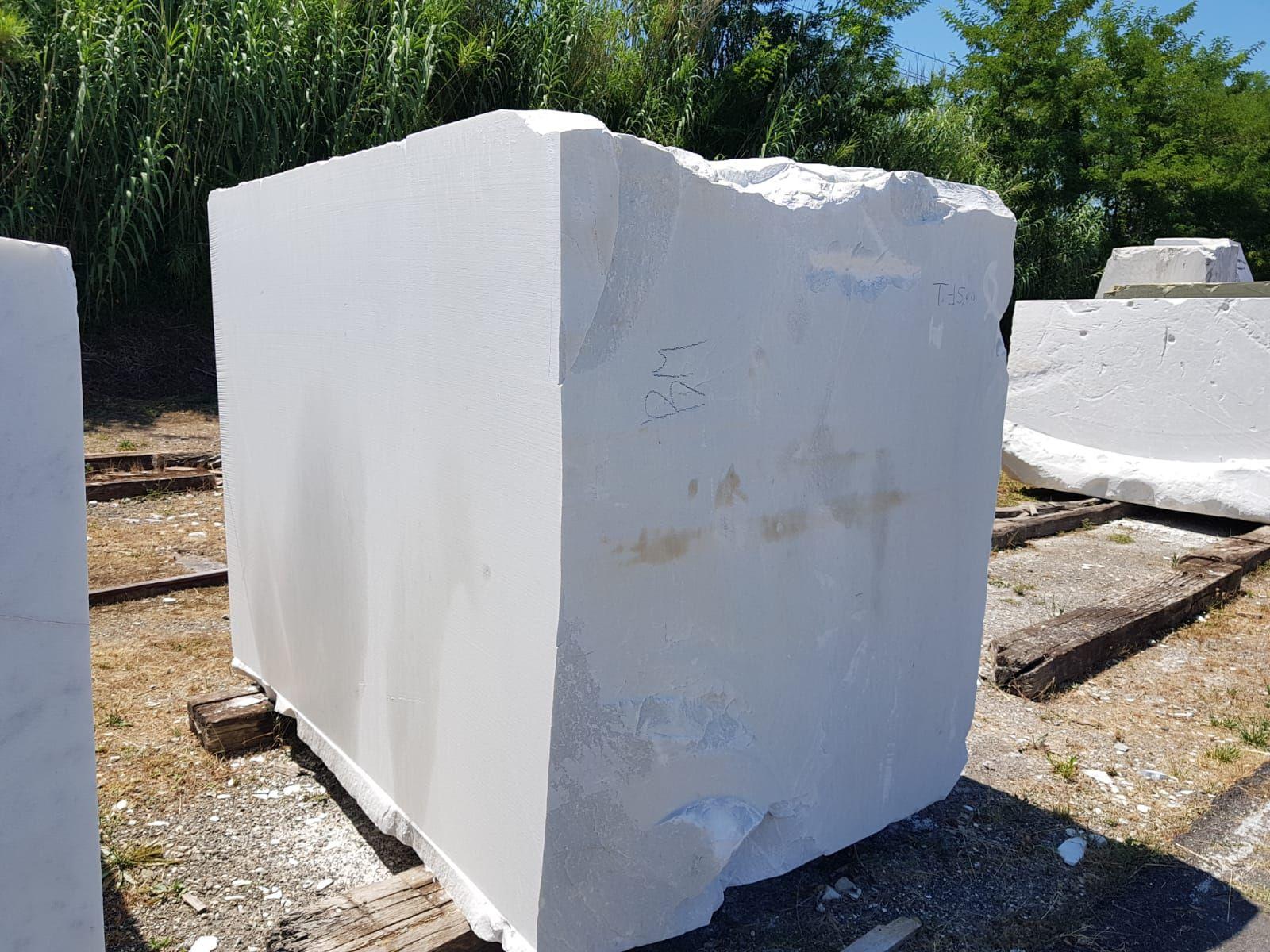 Bloque de mármol blanco