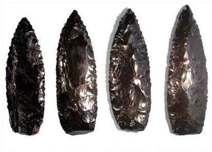 Cuchillos realizados con cristal de lava u obsidiana